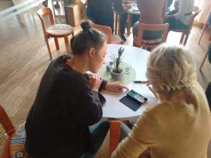 Schulung von Senioren im Öku-Café